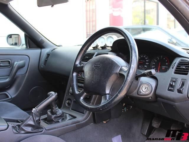 スカイラインGT-R(R33)内装画像