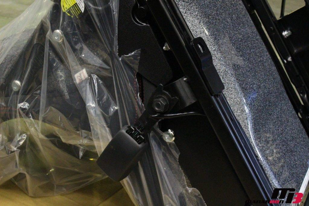 R35GT-R ブリッドシートシートベルトバックル取り付け