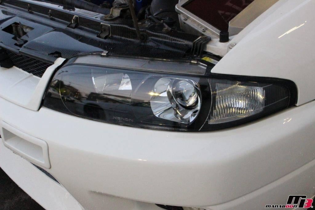 R33GT-Rヘッドライトクリーニング画像