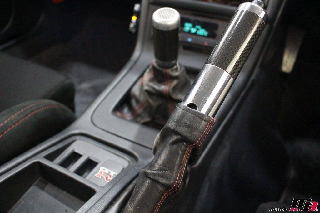 スカイラインGT-R(BCNR33)レッドステッチ入りサイドブレーキブーツ画像