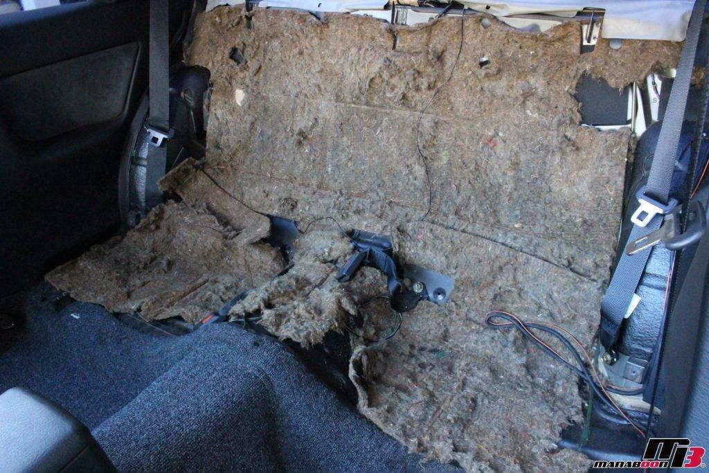 スカイラインGT-R(R32)室内リアシート取り外し後画像