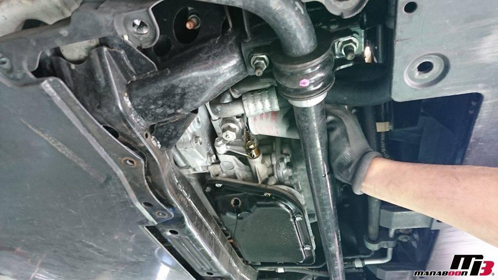R35GT-Rエンジンオイル交換画像