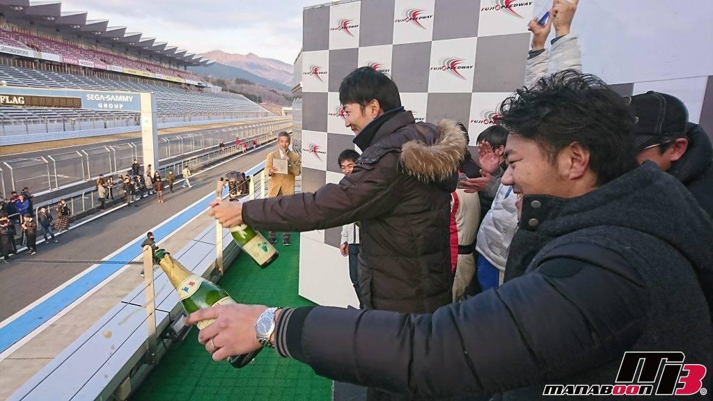 耐久レース参戦富士スピードウェイ表彰台画像