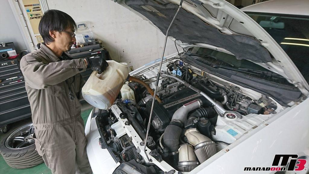 スカイラインGT-R(BCNR33)エンジンオイル交換画像