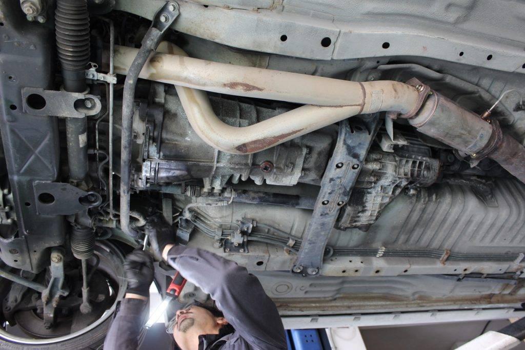 スカイラインGT-R(BCNR33)セルモーター脱着画像
