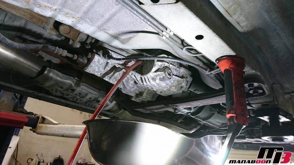 スカイラインGT-R(BNR32)トランスファーオイル交換画像