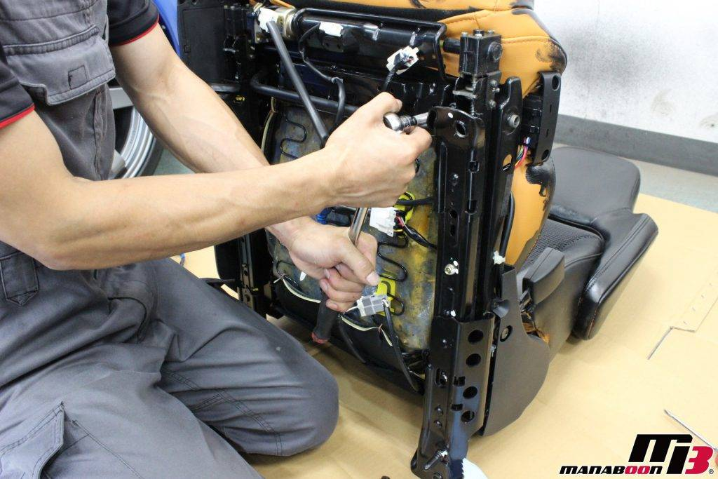 フェアレディZ(Z33)パワーシート修理画像