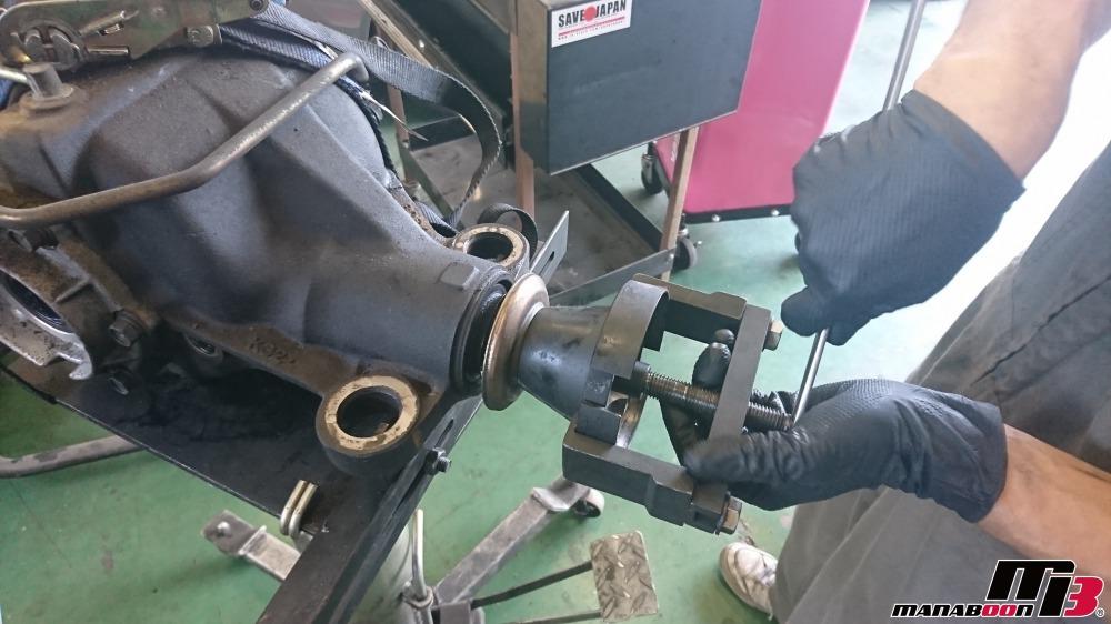 スカイラインGT-R(BCNR33)リヤデフオイル漏れ修理画像