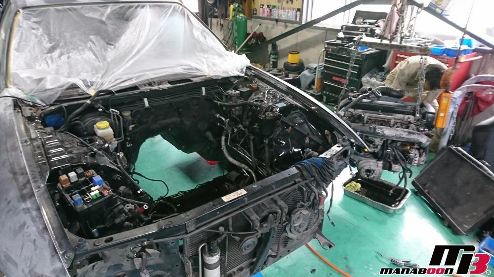 RB26DETTエンジン降ろし作業画像