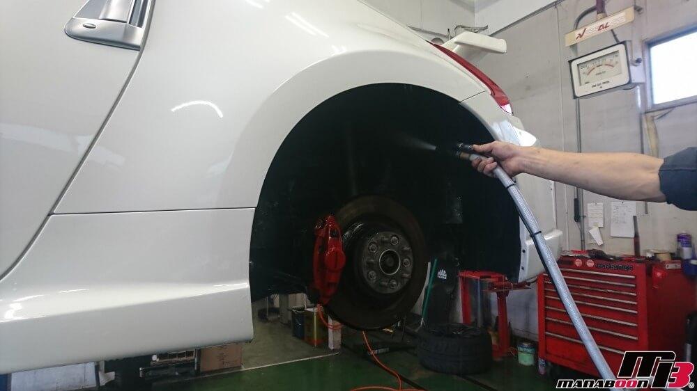 フェアレディZ(Z34)タイヤハウス洗浄の画像