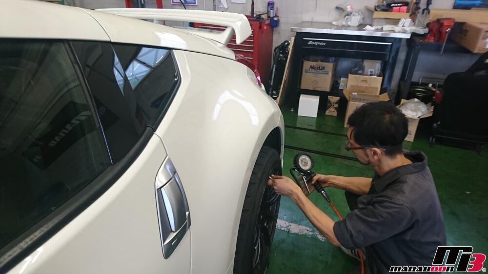 フェアレディZ(Z34)タイヤ空気圧チェックの画像