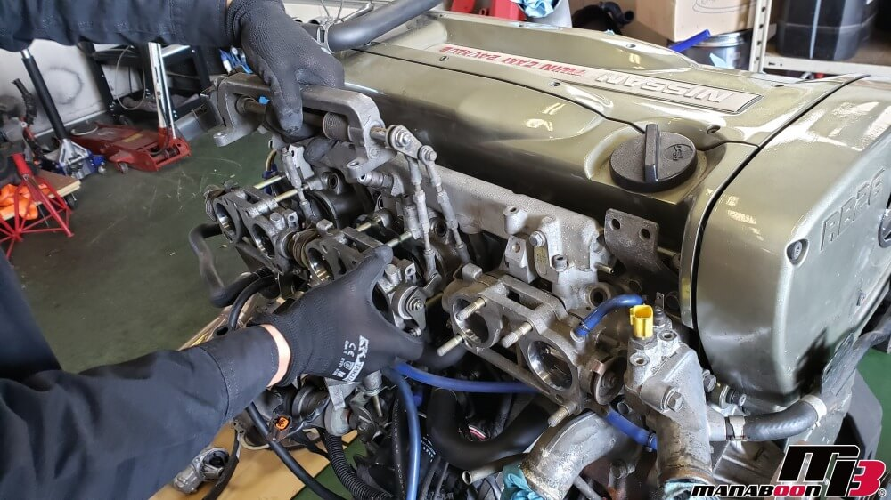 スカイラインGT-R(BNR32)RB26DETTのLLCにオイルが混じる修理作業の画像