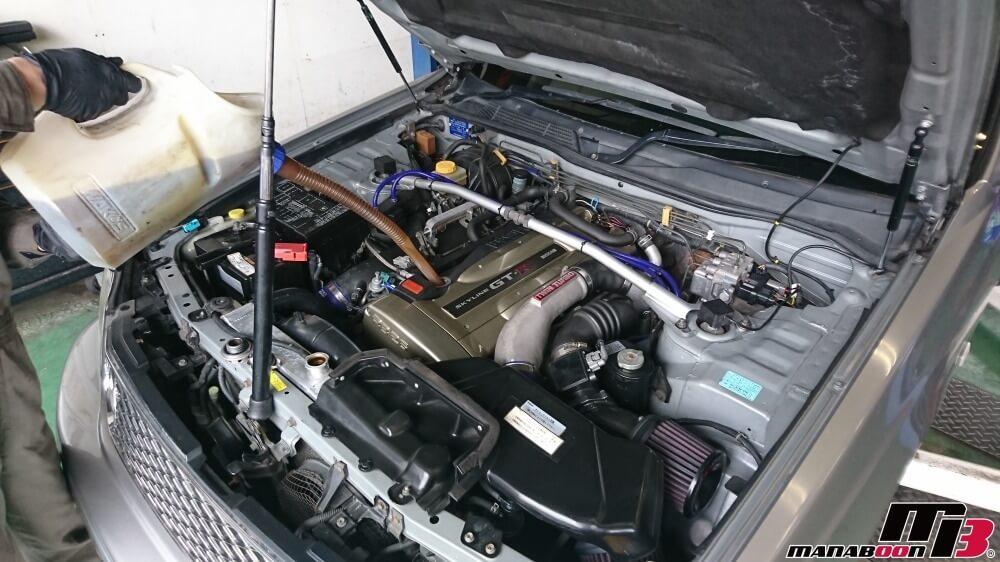 ステージア260RSオーテックバージョンのエンジンオイル交換作業の画像