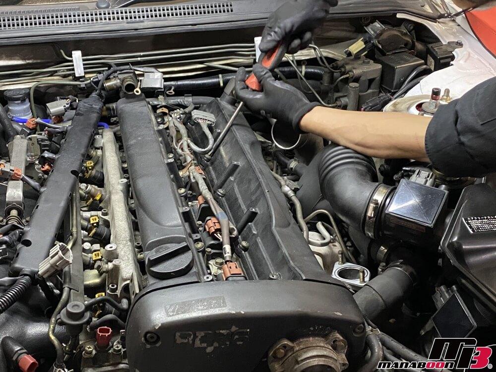スカイラインGT-R(BCNR33)エンジンオイル漏れ修理作業の画像