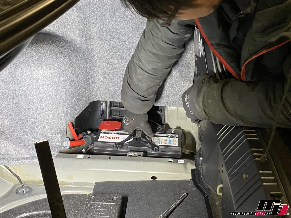 E46M3バッテリー交換の作業画像