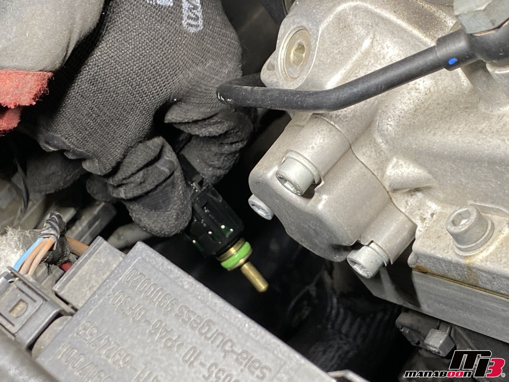 E46M3水温センサー交換の作業画像