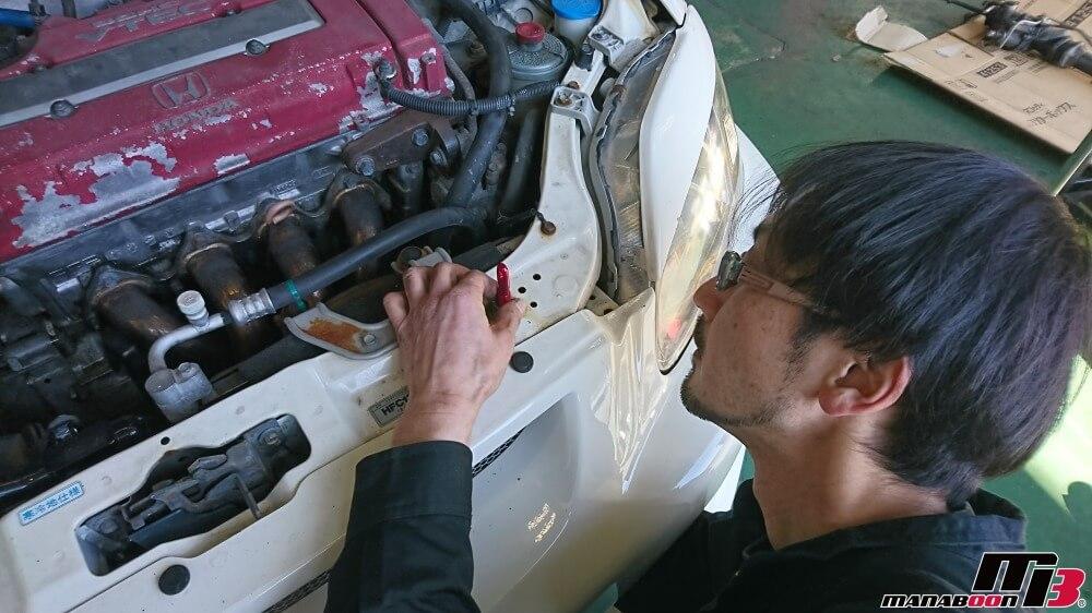 シビックタイプR(EK9)ボンピン取付作業の画像