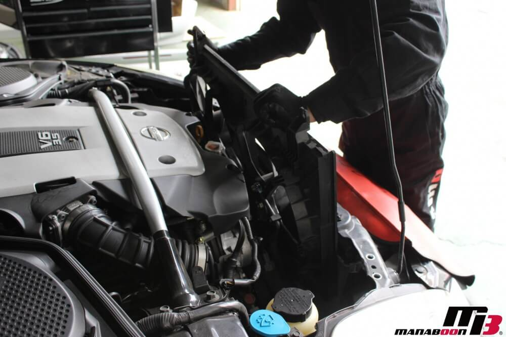 フェアレディZ(Z33)電動ファンモーター交換の作業画像