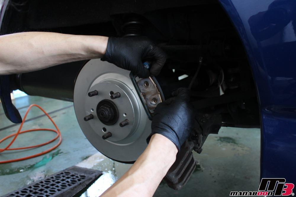 S2000(AP1)ブレーキパッド交換作業の画像