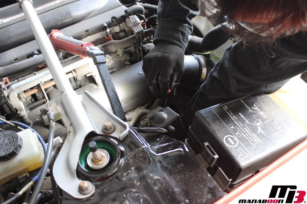 スカイラインGT-R(BNCR33)オイルクーラー撤去作業の画像