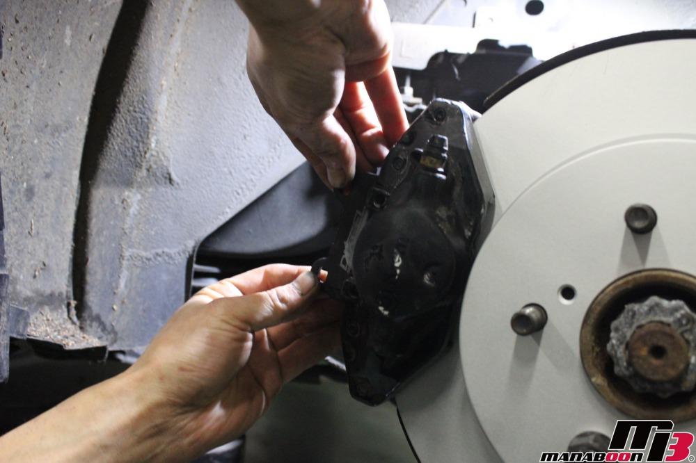 スカイラインGT-R(BNCR33)ブレーキキャリパーのオーバーホール作業の画像