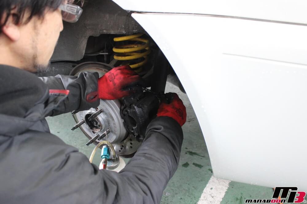 BMW M3(E46)ブレーキフルード交換作業の画像