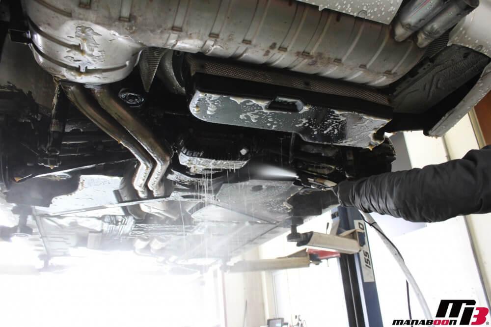 BMW M3(E46)下廻り洗浄作業の画像