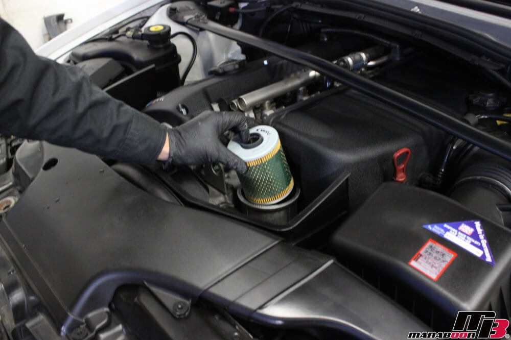 BMW M3(E46)オイルフィルター交換作業の画像