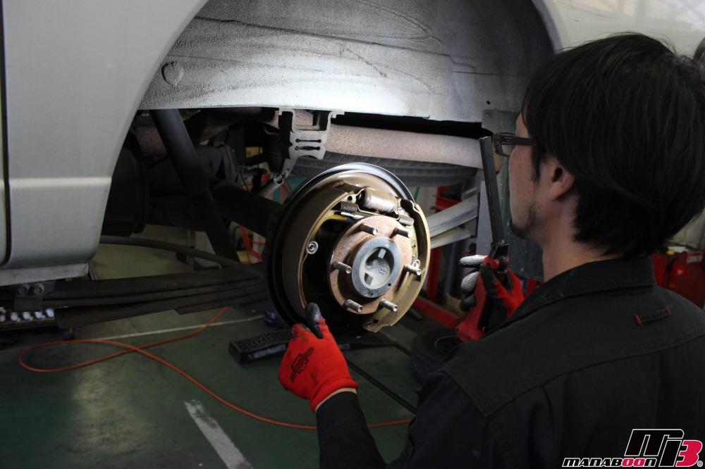 キャラバンの車検の点検整備作業の画像