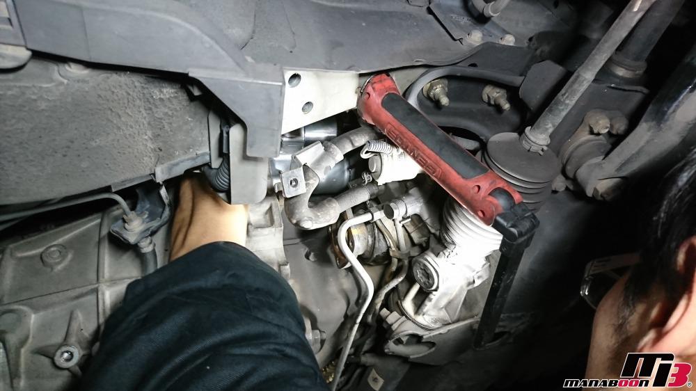 スカイラインGT-R(BCNR33)エンジン始動時の異音修理作業の画像