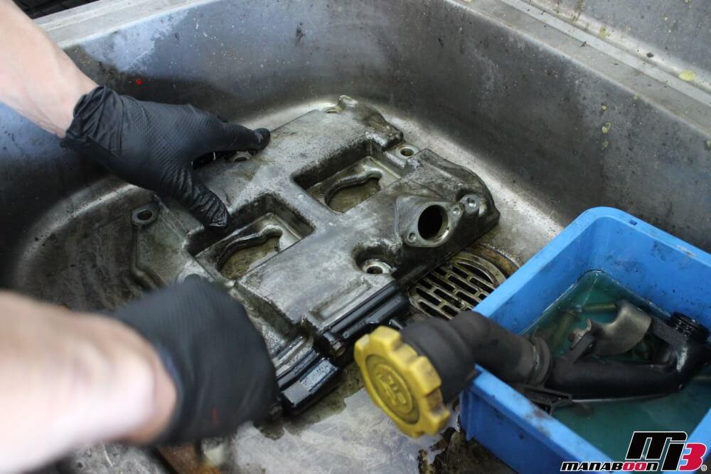 レガシィB4(BE5)オイル漏れ修理作業の画像