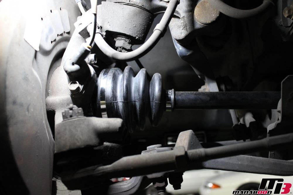 スカイラインGT-R(BCNR33)ドライブシャフトの交換作業の画像