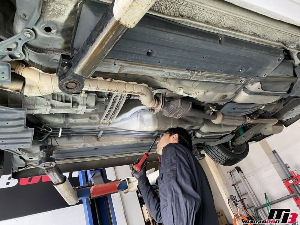 アルテッツァ(SXE10)車検の為の点検整備作業の画像