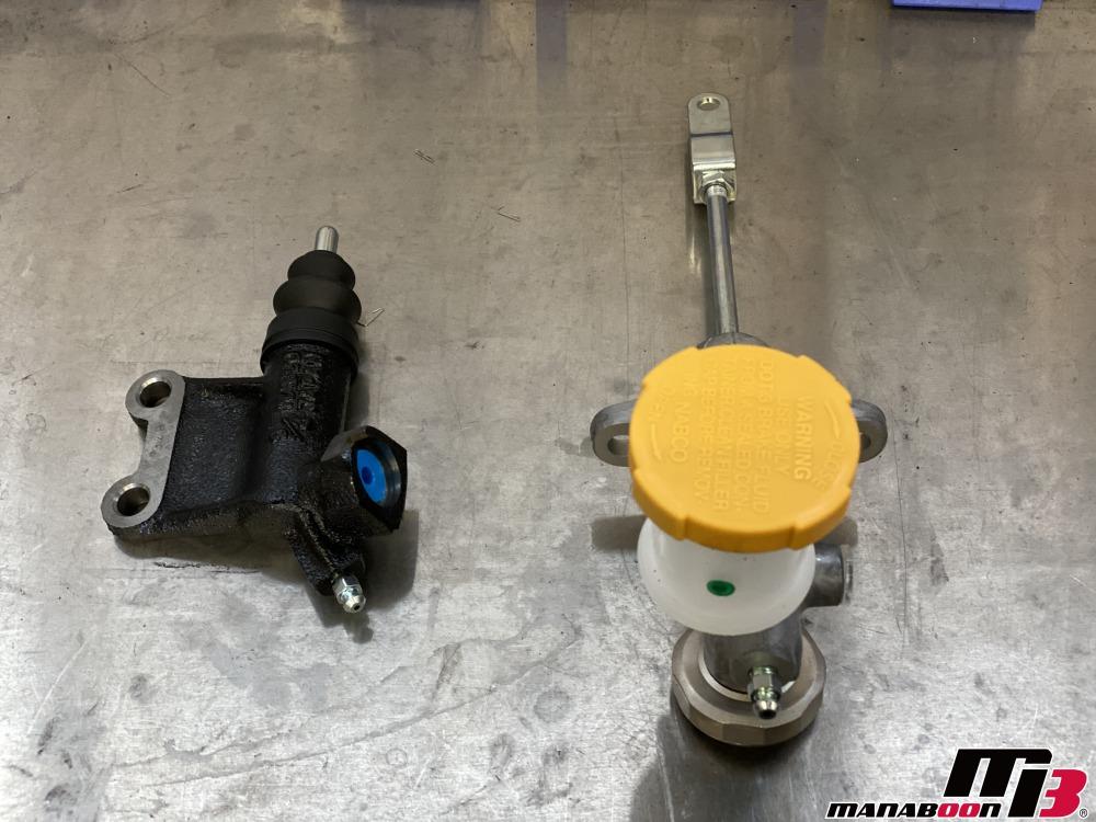 レガシィB4(BE5)オペレーティングシリンダー交換作業の画像
