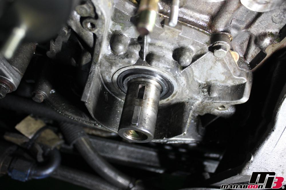 RB26DETTオイルシール交換作業の画像