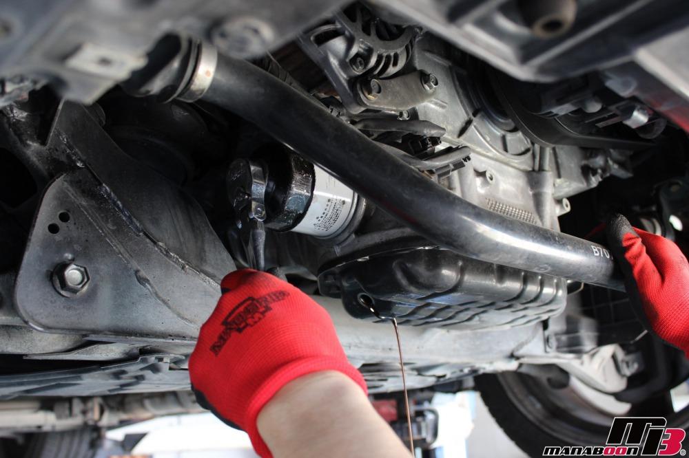 フェアレディZ(Z33)エンジンオイル交換作業の画像
