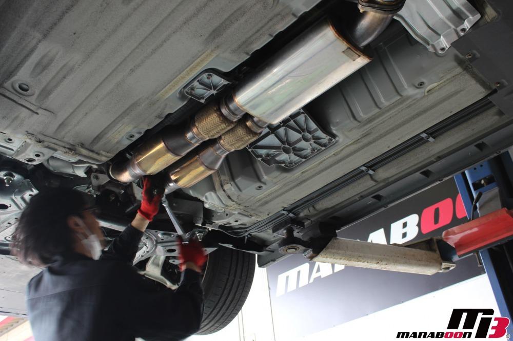 GT-R(R35)キャタライザー取付作業の画像