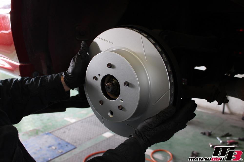 スカイラインGT-R(BNR32)ブレーキパッド&ローター交換作業の画像