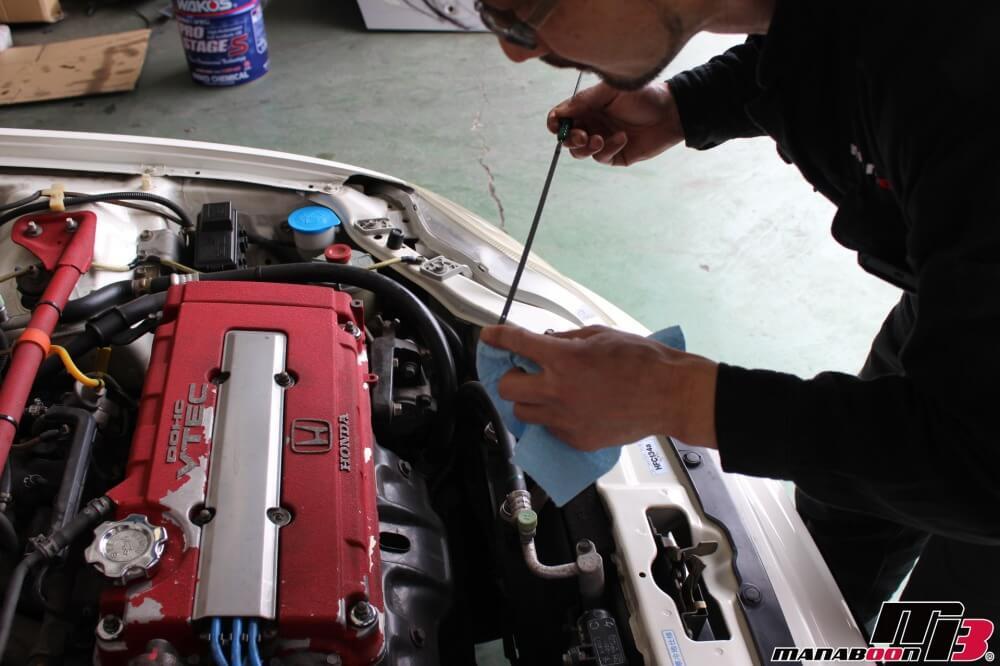 シビックタイプR(EK9)エンジンオイルの交換の作業画像