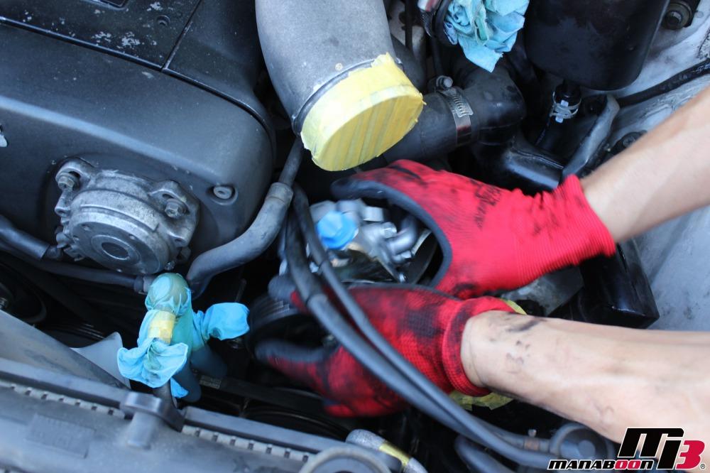 スカイラインGT-Rのオイル漏れ修理作業の画像