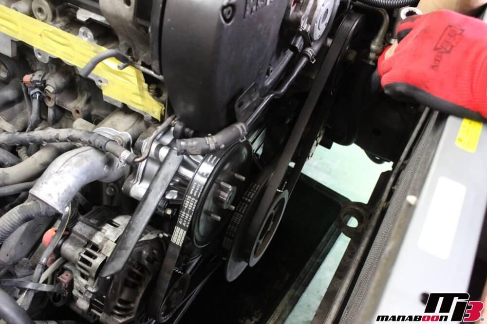 スカイラインGT-R(BCNR33)Vベルト交換作業の画像