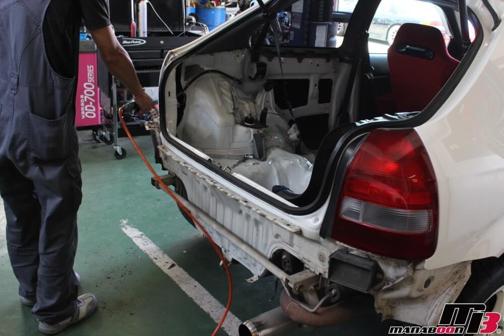 シビックタイプR(EK9)雨漏れ修理の作業画像