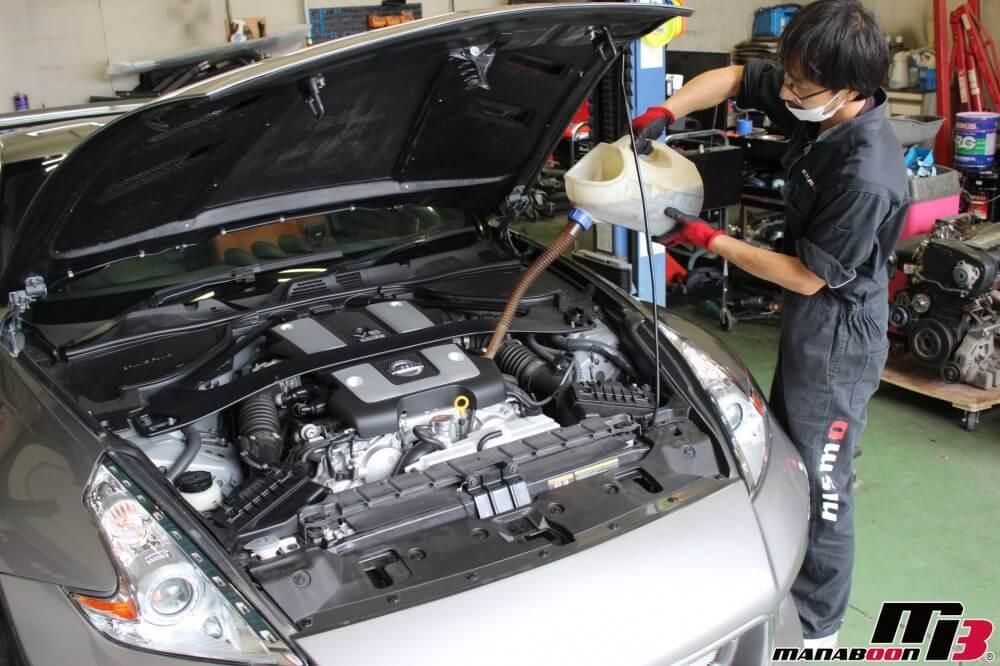 フェアレディZ(Z34)エンジンオイル交換作業の画像