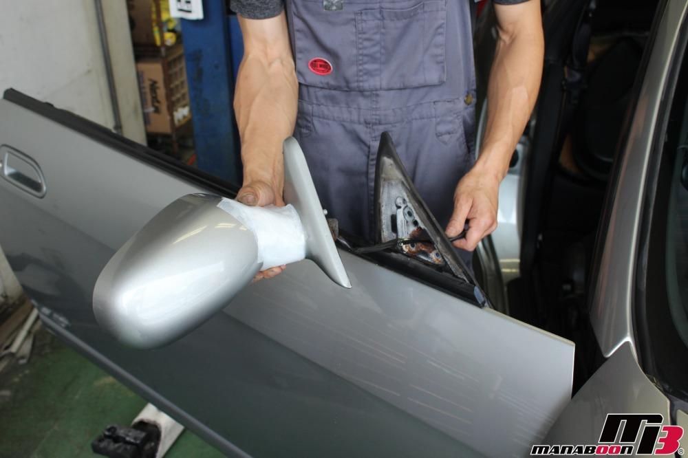 スカイラインGT-R(BCNR33)カーボンミラーへの交換作業の画像