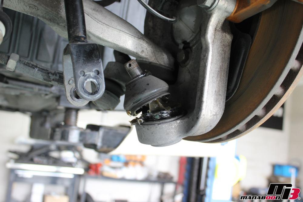 フェアレディZ(Z33)ロアボールジョイントブーツの交換作業の画像