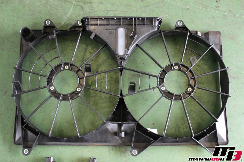 アルテッツァ(SXE10)クーリングファンモーター作業の画像