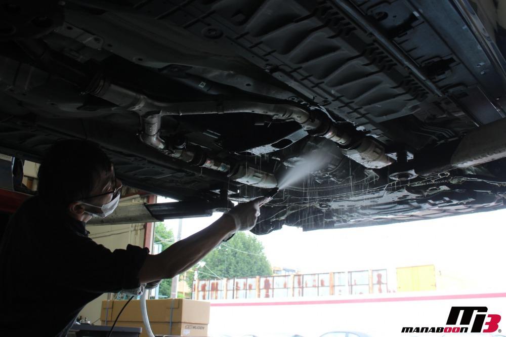 インフィニティG37(逆輸入車)の点検整備作業の画像