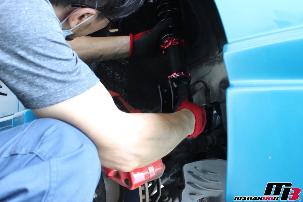 シビックタイプR(FD2)車高調取付作業の画像