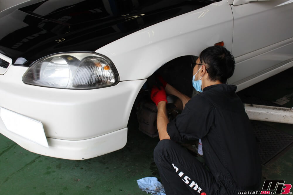 シビックタイプR(EK9)車高調整作業の画像