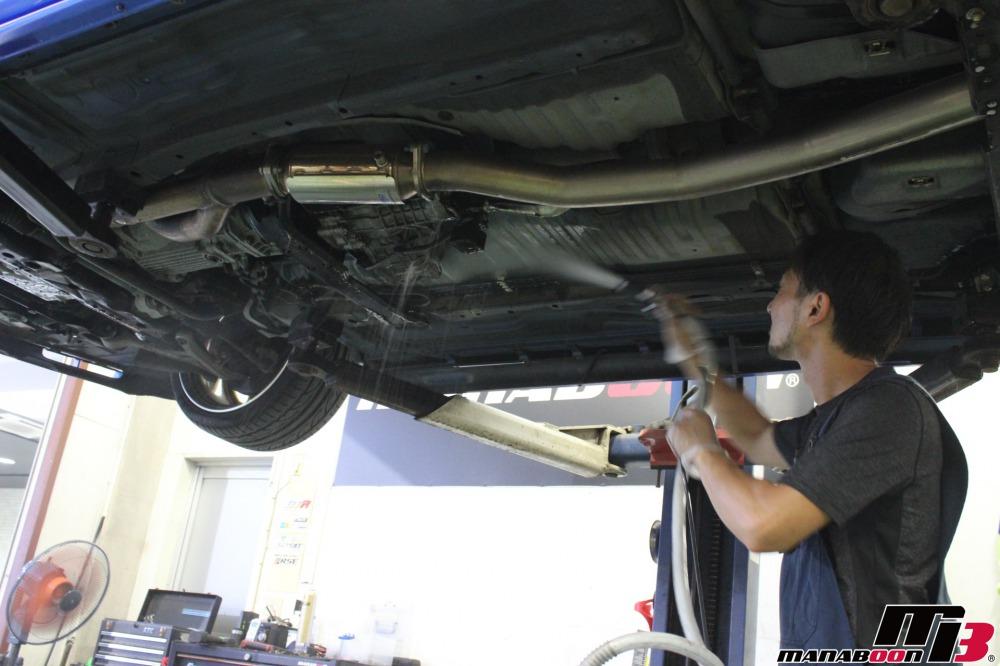 スカイラインGT-R車検の前の点検整備作業の画像